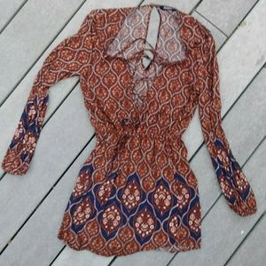 🍓 long sleeved lace up boho print romper like new